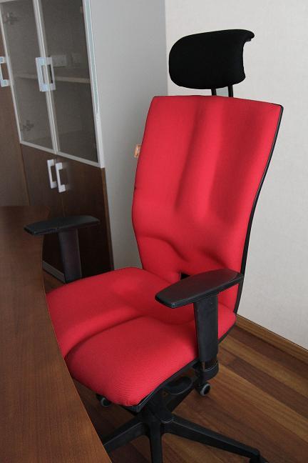 Fotel biurowy obrotowy Elegance w biurze